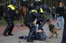 politia olandeza protest olanda