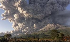 vulcan erupție Indonezia