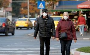 oameni strada masca bucuresti