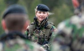 femei armata elvetia