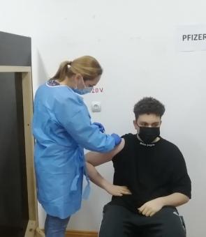 cel mai tanar roman vaccinat vaccinare