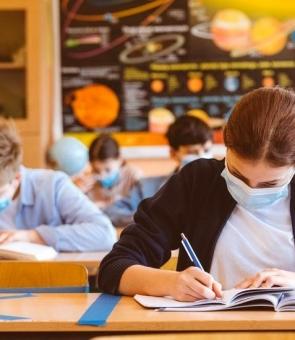 elevi mască, școli