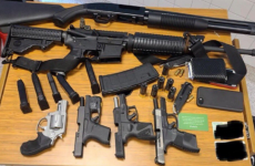 arma pistol pusca mitraliera
