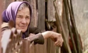 batrana sat tara femeie