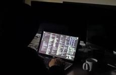 atacuri cibernetice hacker laptop
