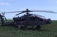 elicopter apache pe camp