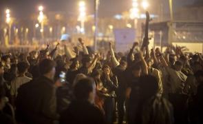 petrecere oameni multime sarbatorit festival