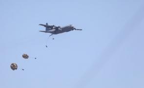 Baza Aeriană Boboc militari paraşutaţi Swift Response 21