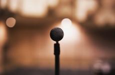 discurs public microfon