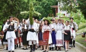 Ceata Sfântului Ioan Valahul costum popular ie tineri