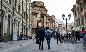 Rusia oameni strada cladiri turisti