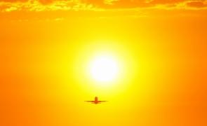 soare caldura avion canicula vara cer