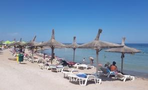 Marea Neagra sezlonguri umbrelute