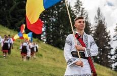 tineri traditii patriotism romani