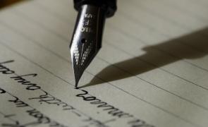 poet poezie stilou scris literar caiet