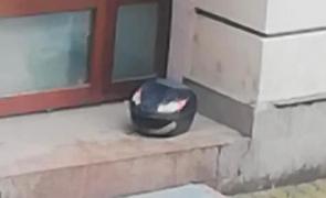 portbagaj scuter abandonat pe scari
