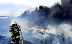 pompieri fum anvelope furaje