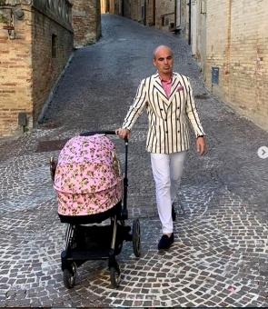 rares bogdan plimba copilul