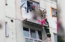 barbat bloc salvat pompieri